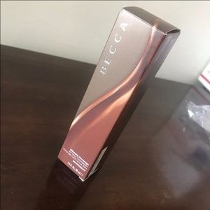 Becca ultimate coverage foundation. NEW